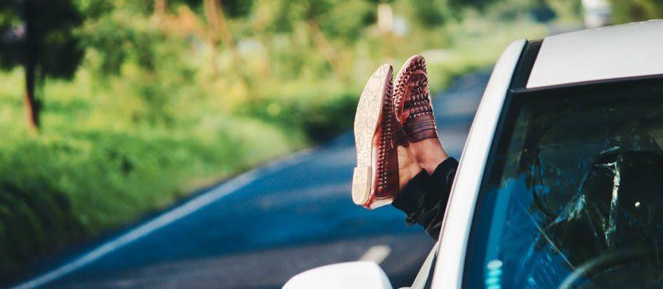 De auto rijdt, jij kijkt als bestuurder een filmpje, durf jij het?