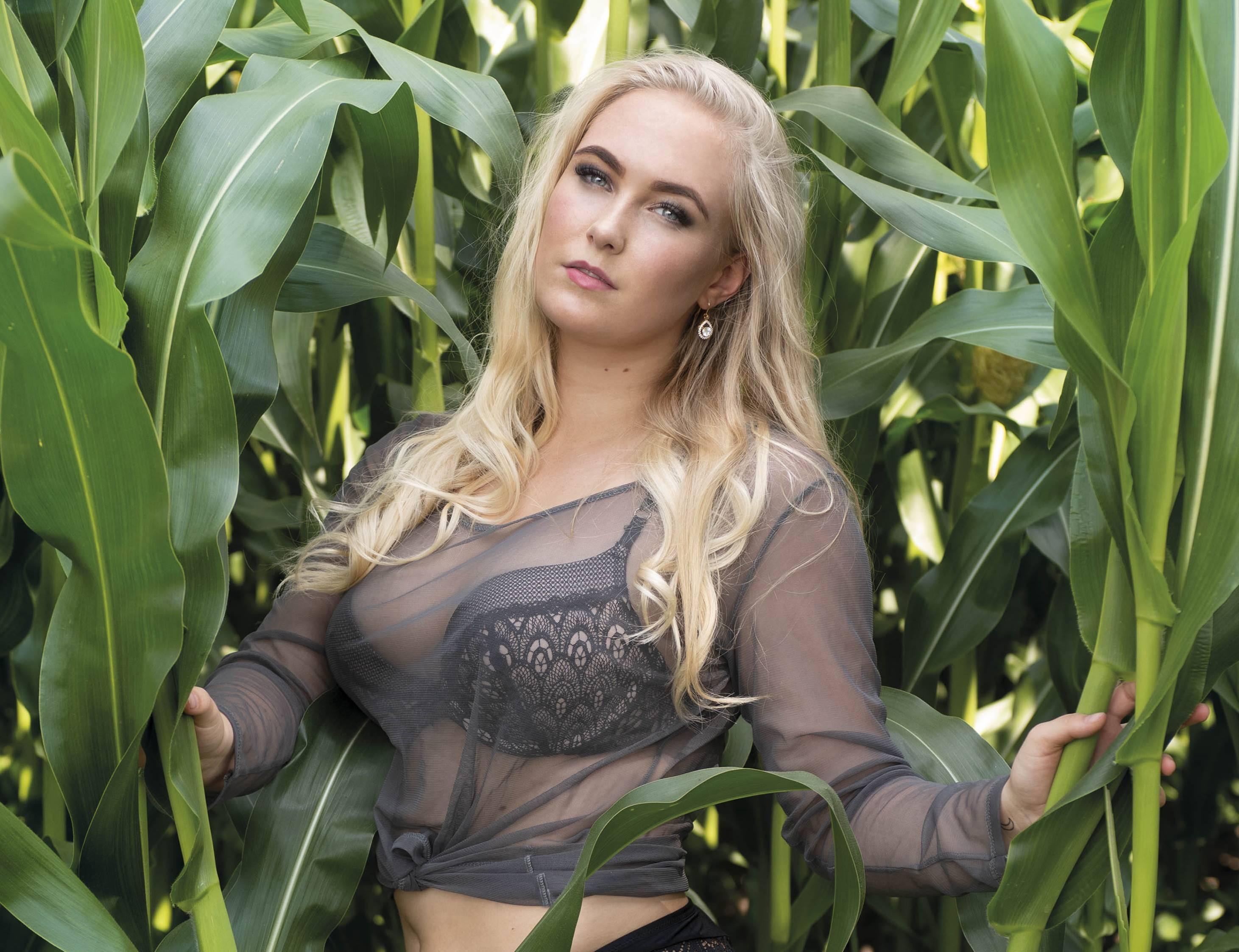 Sexy kalenders ter ere van boeren en boerinnen